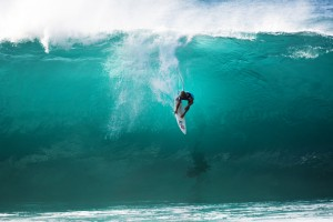 Slater knifing into a critical wave. Photo: ASP/Cestari